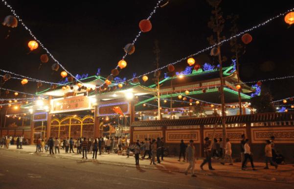 Hình ảnh chùa Bà Thiên Hậu lúc về đêm đẹp lung linh