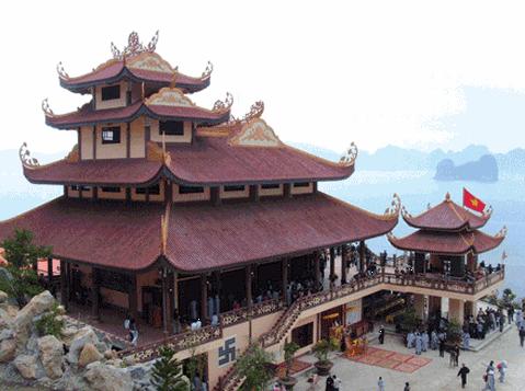 Hình ảnh chùa Giác Lâm lung linh, huyền ảo trong sương mù