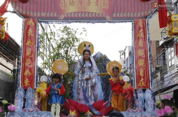 Hình ảnh đoàn rước tái hiện Phật Quan Thế Âm Bồ Tát