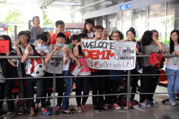 Hình ảnh đón hành khách tại sân bay
