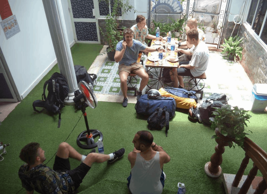 Hình ảnh khách du lịch nước ngoài checkin tại Gecko Hostel