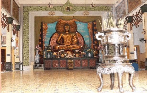 Hình ảnh không gian bên chùa Xá Lợi