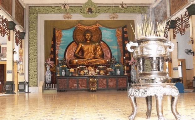 Hình ảnh ngôi chính điện - Nơi tổ chức các sự kiện của chùa Xá Lợi