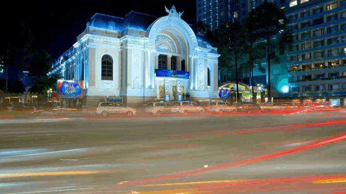 Hình ảnh nhà hát lớn thành phố đẹp lung dưới ánh đèn lúc về đêm