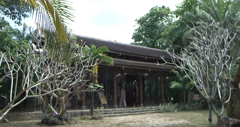 Hình ảnh nhà rừng Huế trăm cột cổ kính tại nhà vườn Long Phước