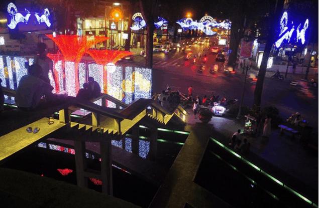 Hồ con Rùa là địa điểm vui chơi của các bạn trẻ Sài Gòn