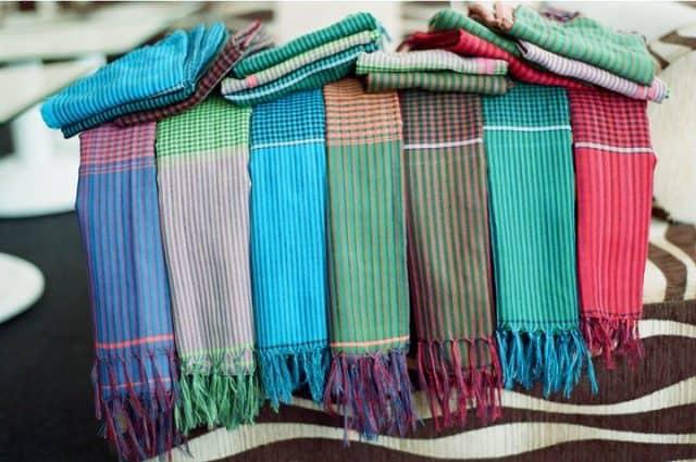 quà tặng 20/10 cho mẹ là khăn quàng cổ