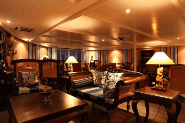 Không gian phòng khách sang trọng trên tàu Jayavarman Cruise