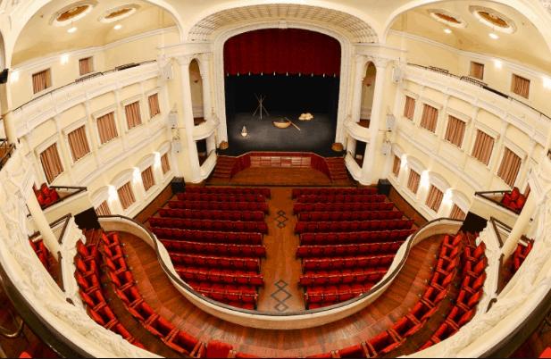 Không gian bên trong rộng lớn tại nhà hát lớn thành phố Hồ Chí Minh