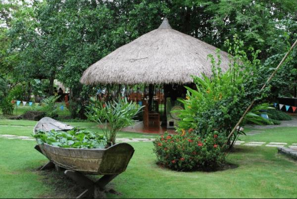 Khu nhà chòi xinh xắn là nơi nghỉ chân của du khách