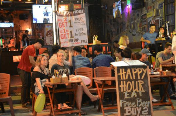 Khung cảnh phố đi bộ Bùi Viện - Sài Gòn
