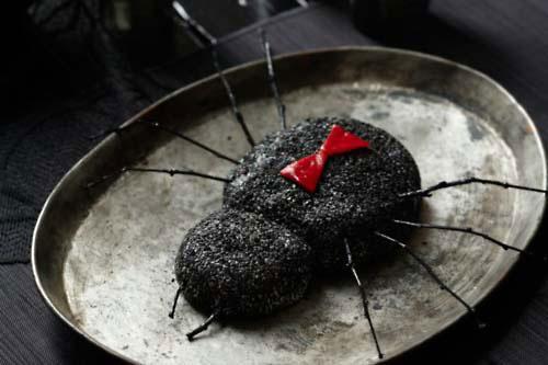 Nhện đen khổng lồ làm từ phô mai phủ vừng đen