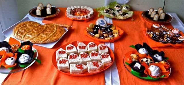Bàn tiệc ngày Halloween ấm áp