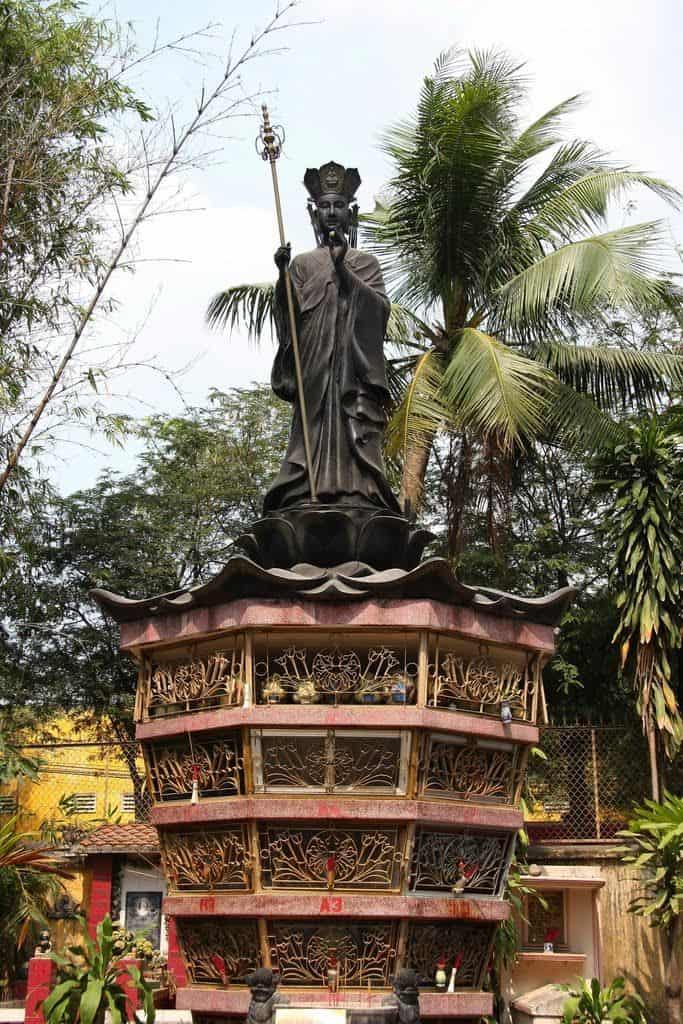 Một trong những địa điểm thăm quan ở chùa Nam Thiên Nhất Trụ