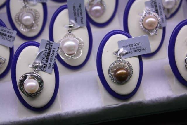 Viên ngọc sau khi thu hoạch được chế tác thành các món nữ trang sang trọng