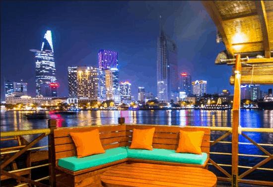 Ngắm khung cảnh Sài GÒn về đêm trên tàu The Lady Hau Cruises