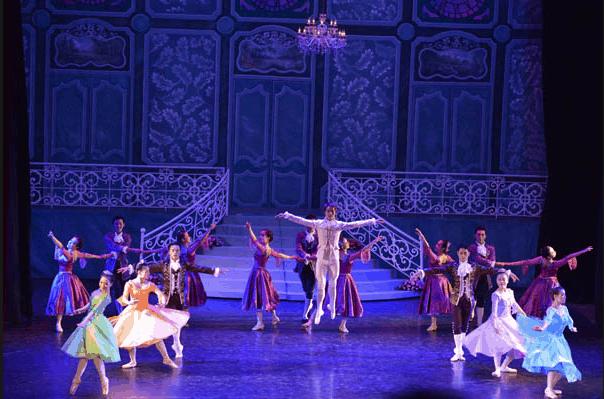 Nhà hát lớn là nơi tổ chức các tiết mục nghệ thuật