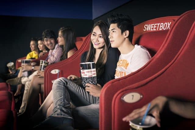 Quà tặng ngày 20/10 là vé xem phim cho các cặp đôi