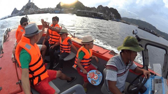 Phương tiện duy nhất ra đảo Thiềng Liềng là đi thuyền