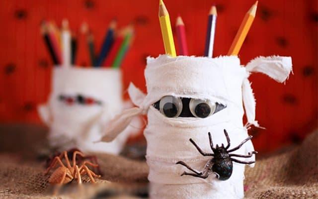 tặng quà halloween ấn tượng là đồ dùng học tập