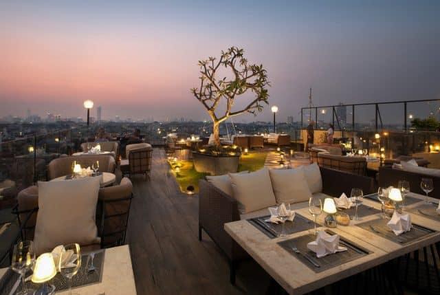 Quán cà phê trên cao Top of Hanoi - địa điểm hẹn hò 20.10
