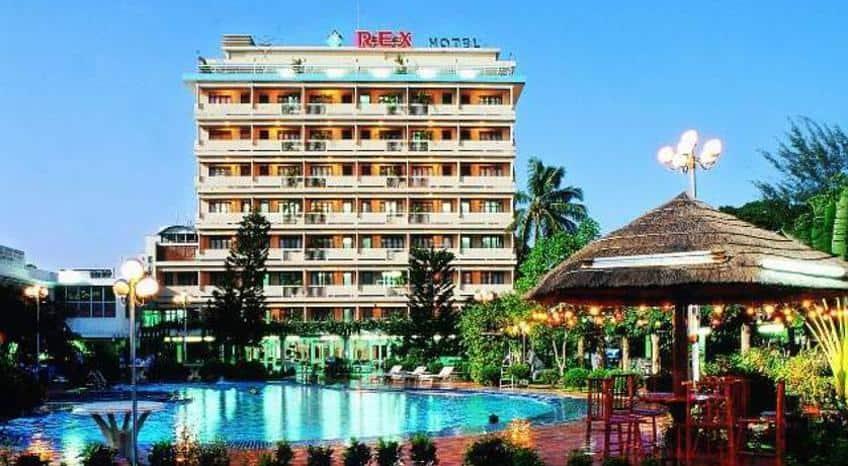 Khách sạn khang trang đầy đủ tiện nghi