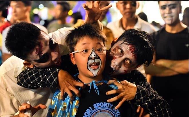 Lễ hội hóa trang hết sức sôi động tại phố đi bộ Nguyễn Huệ