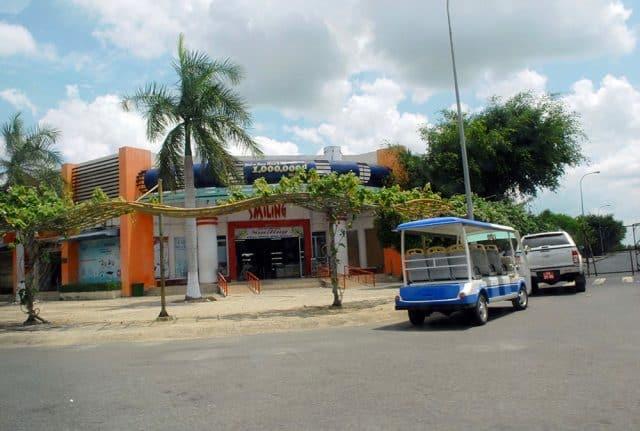 Một siêu thị miễn thuế tại cửa khẩu Mộc Bài