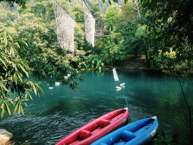 Chèo thuyền Kayak ở suối Nước Moọc
