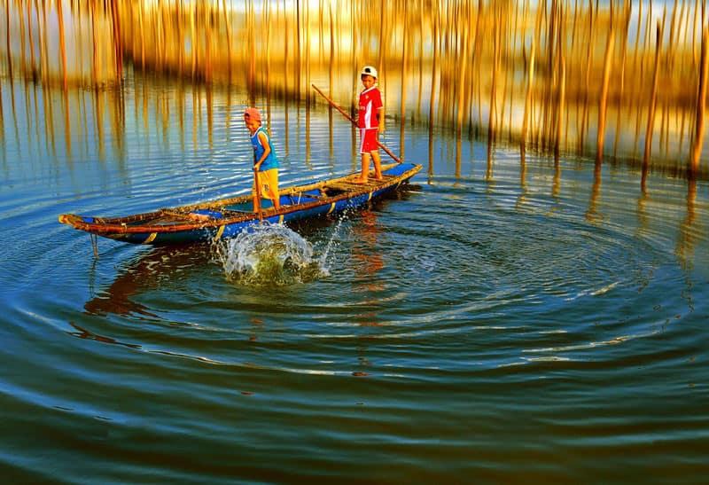 Lênh đênh trên đập phá Tam Giang