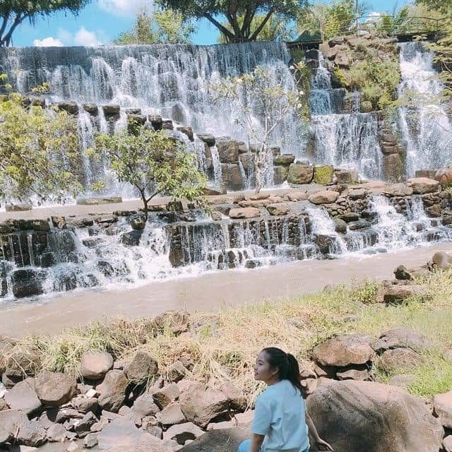 At the foot of the waterfall is quite cool.  Photo @ 5867kk