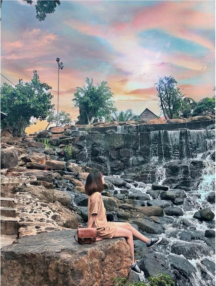 A very poetic Han Stone waterfall.  Photo: @ huien.su