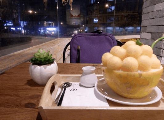 Thưởng thức món bingsu dưa lưới thơm ngon tại Hurom Juice