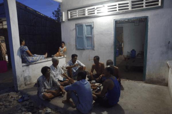 Thưởng thức những món ăn dân dã tại nhà dân