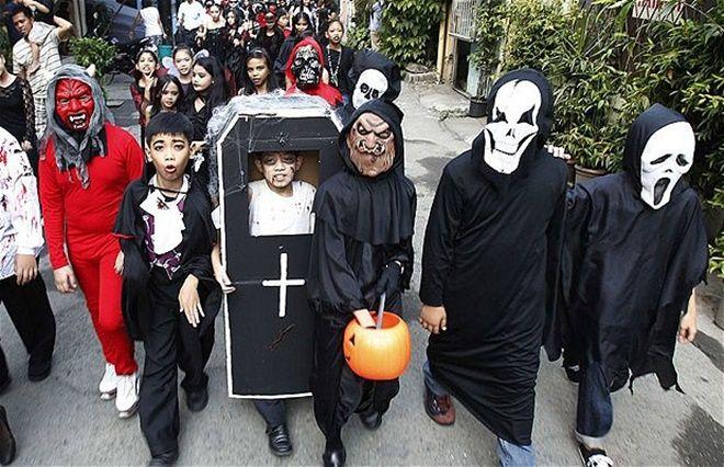 halloween ấn tượng với các trang phục hóa trang ma quỷ