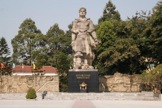 Tượng đài vua Quang Trung (Ảnh: Sưu tầm)