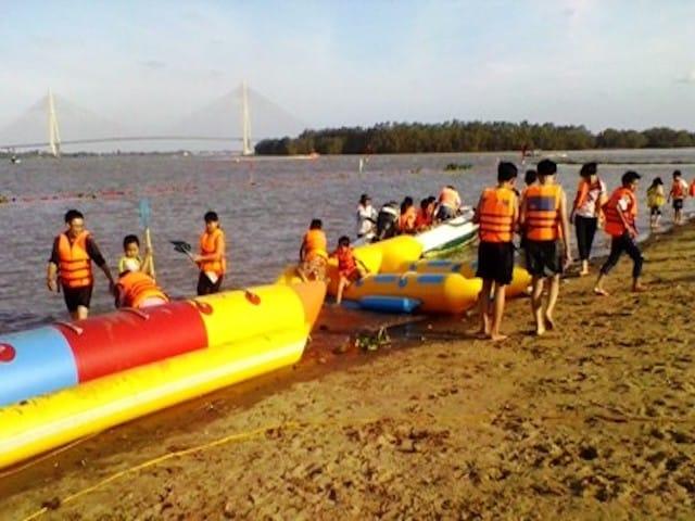 Bãi tắm Cần Thơ cũng rất thích hợp để phục vụ cho hoạt động vui chơi dưới nước