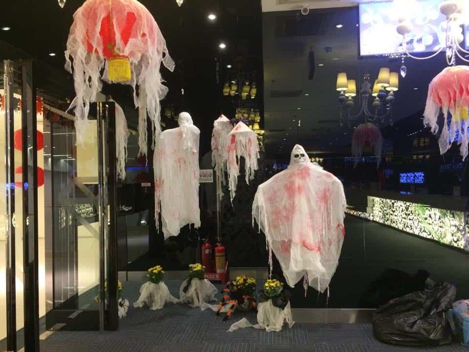 Các trung tâm thương mại trang trí hưởng ứng Halloween