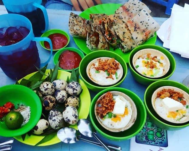 Chén trứng nướng là một món ăn vặt khá mới ở Nha Trang (Ảnh: ST).