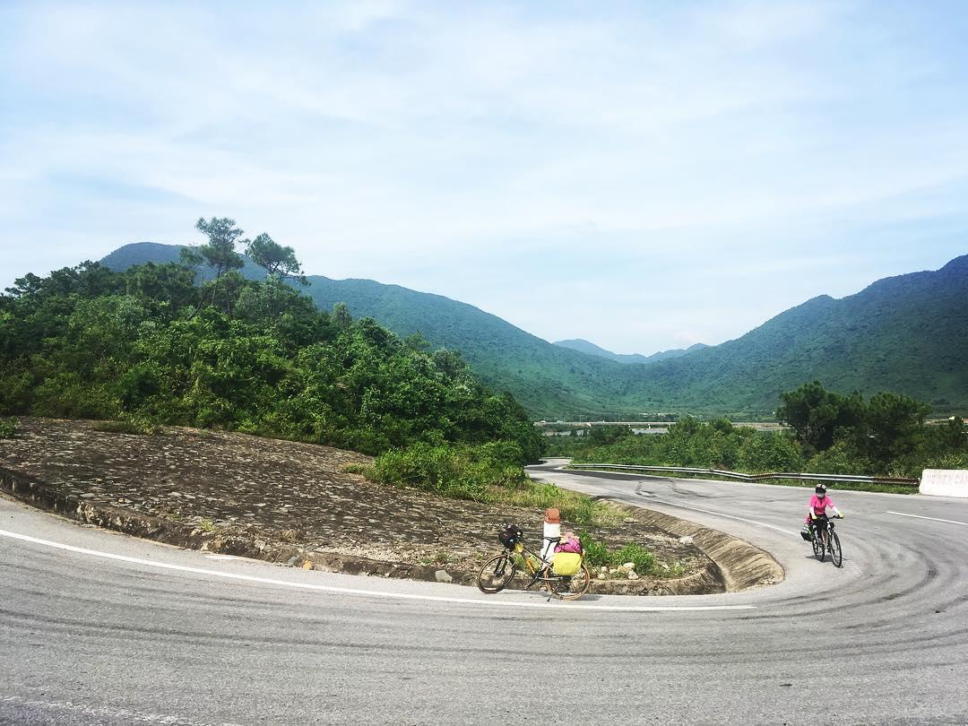 Con đường uốn lượn đèo Ngang