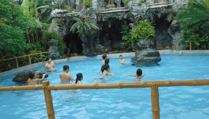 Hồ bơi trong khu du lịch (Ảnh ST)