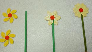 Gắn hoa vào cành (Ảnh ST)