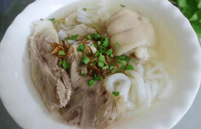Bánh canh giò heo ngon ở Sài Gòn (Ảnh ST)