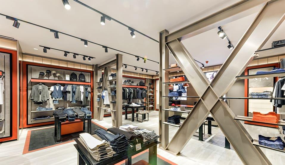 Rất nhiều nhãn hàng luxury cao cấp đều lựa chọn mở gian hàng tại Sai Gòn Centre