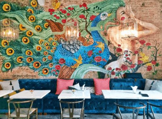 Nu Bistro thu hút với bức tranh vẽ trên tường màu sắc