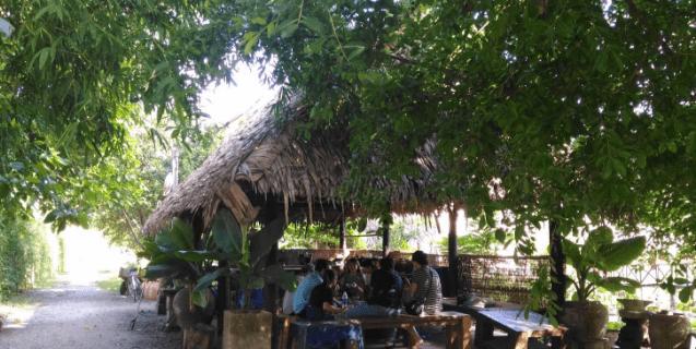 Nhà mái lá - nơi ăn uống ở vườn sinh thái Lê Lộc (Ảnh ST)