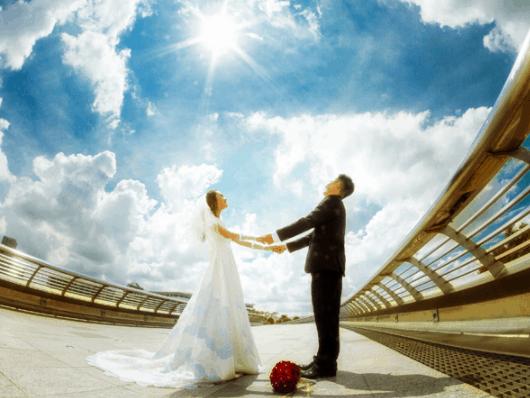 Gorgeous wedding photos on Starlight Bridge