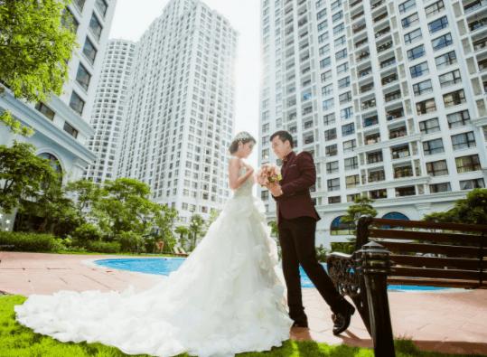 Modern wedding photos were taken in Phu My Hung urban area
