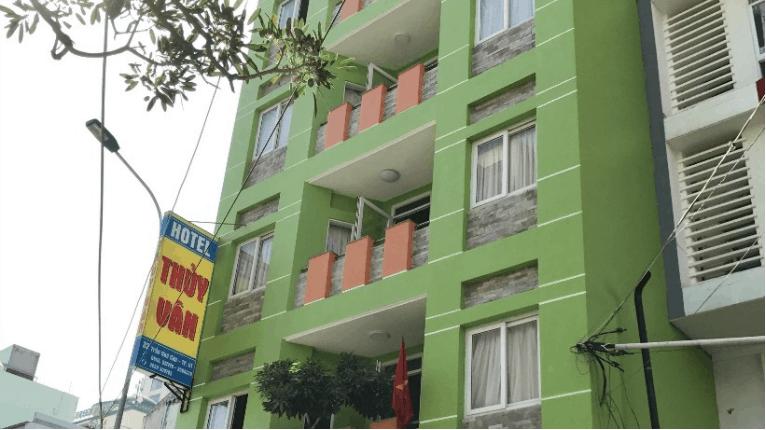 Khách sạn Thủy Vân có màu xanh rất dễ nhận biết