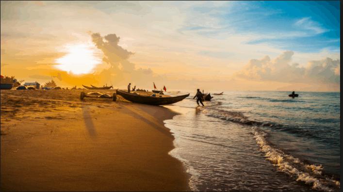 Tàu đánh cá ven bờ của người dân ở Hồ Cốc